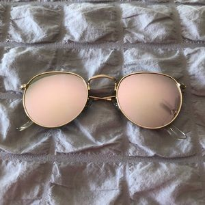 Rose Gold Mirrored Sunglasses 😎